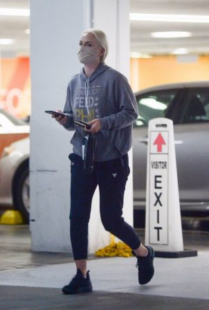 Lindsey Vonn - Seen running errands in Los Angeles