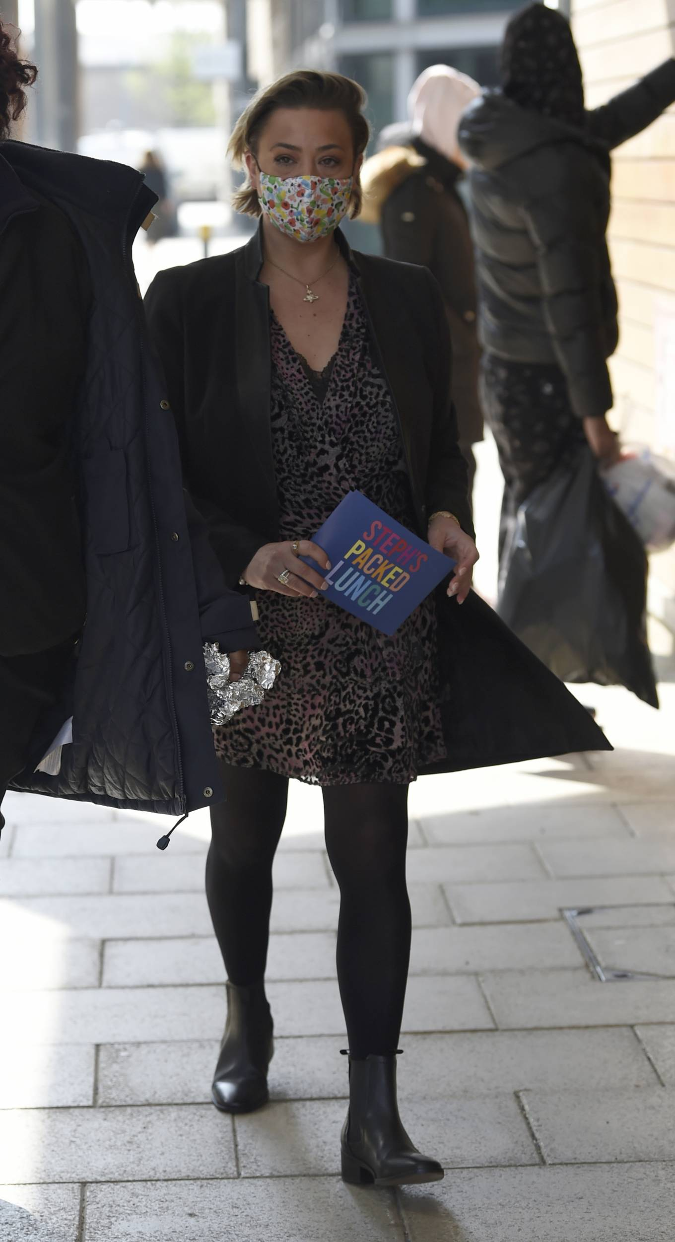 Lisa Armstrong 2021 : Lisa Armstrong – Spotted at Stephs Packed lunch in Leeds-03