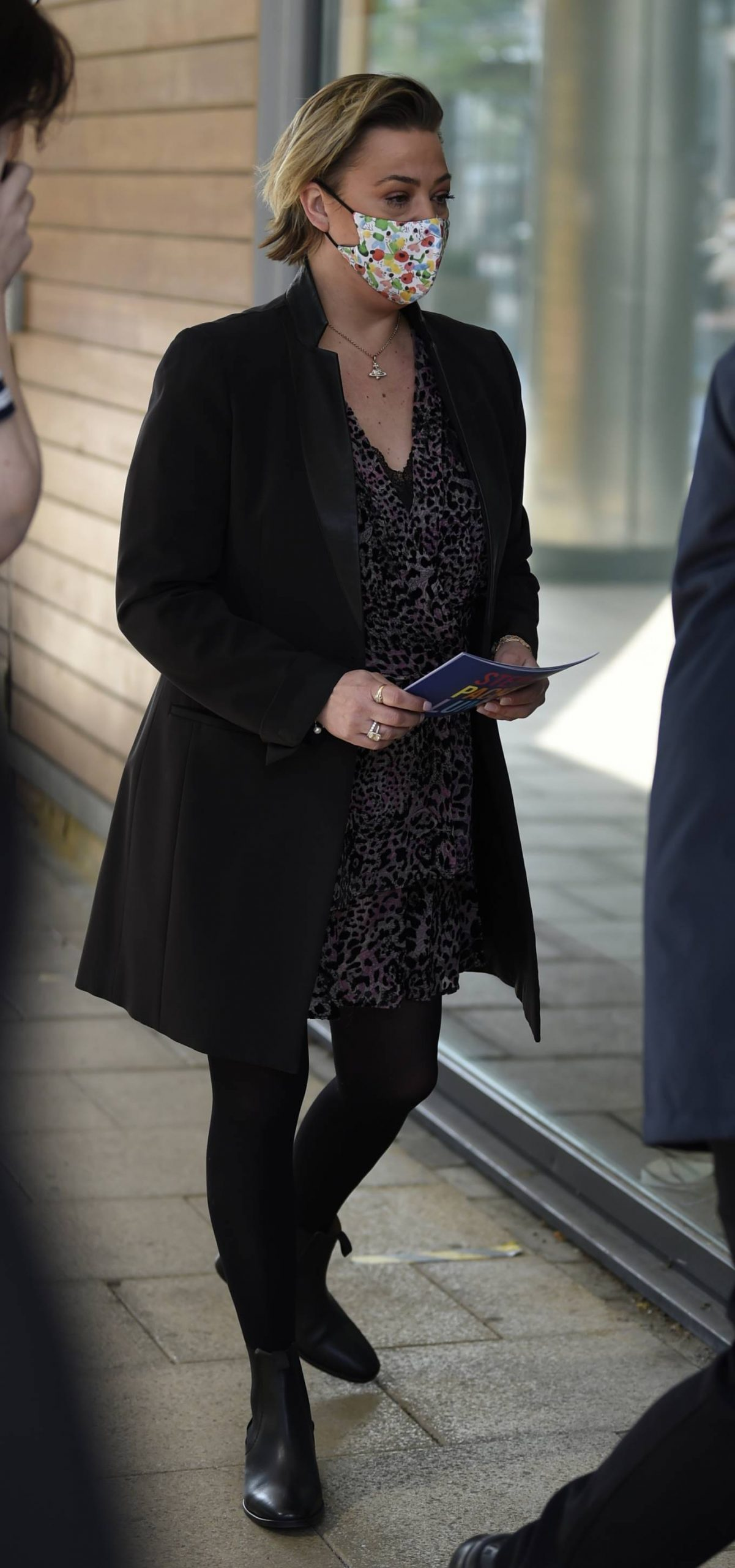 Lisa Armstrong 2021 : Lisa Armstrong – Spotted at Stephs Packed lunch in Leeds-05
