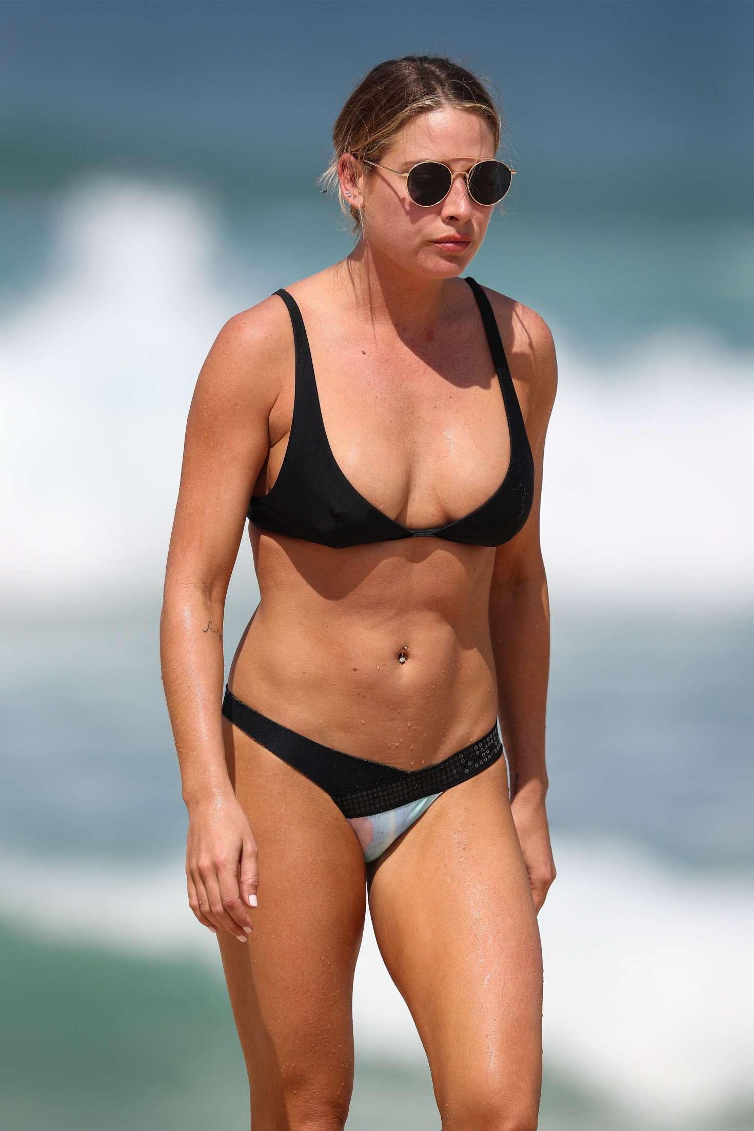Lisa Clark - Bikini candids at a Sydney beach