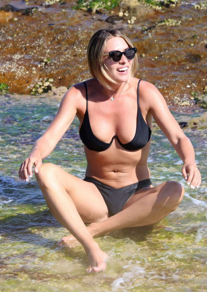 Lisa Clark in Black Bikini at Tamarama Beach Maret 2018