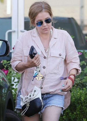 Lisa Marie Presley at nails salon in Los Angeles