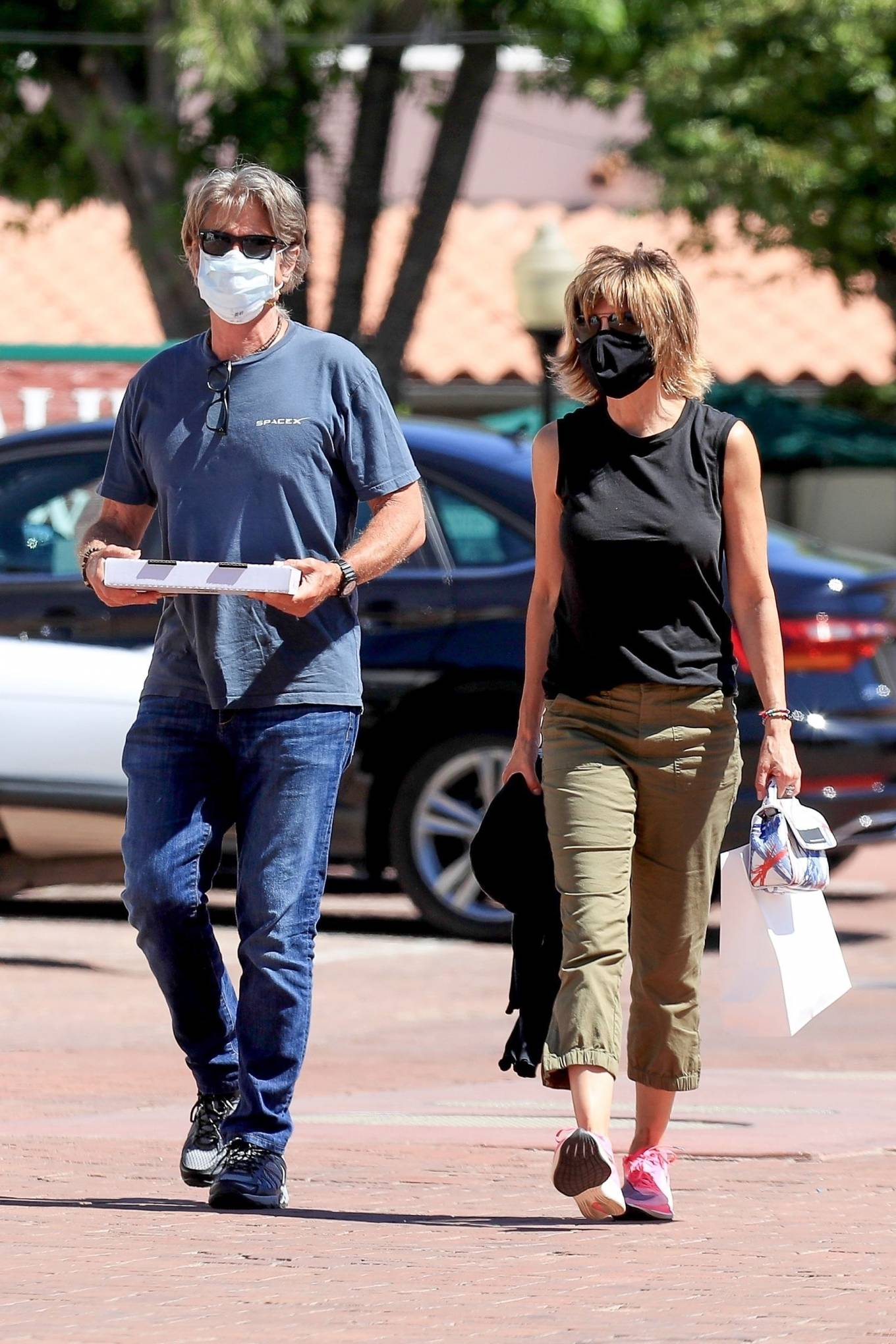 Lisa Rinna 2020 : Lisa Rinna – Grabs some pizza in Malibu-02