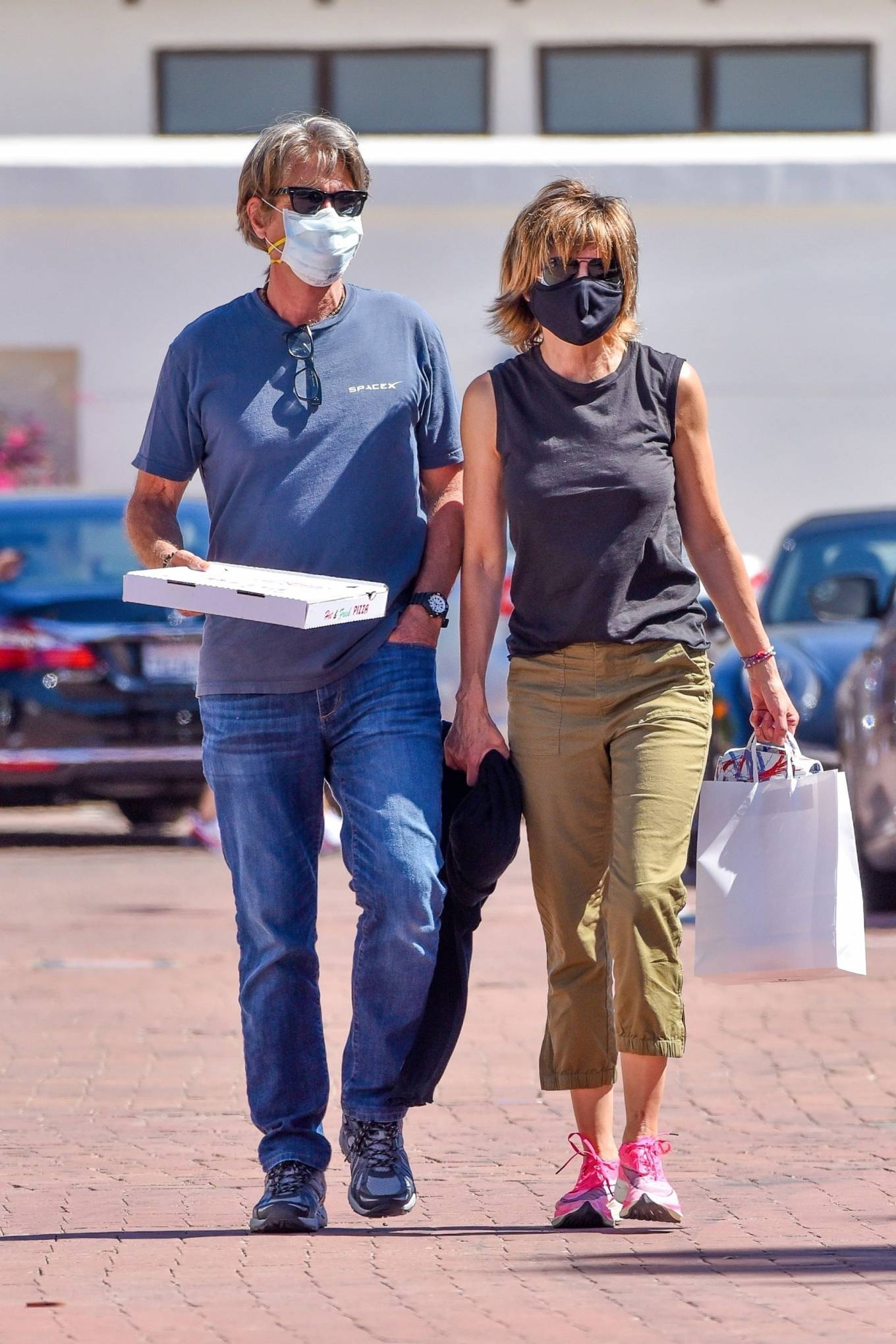 Lisa Rinna 2020 : Lisa Rinna – Grabs some pizza in Malibu-06