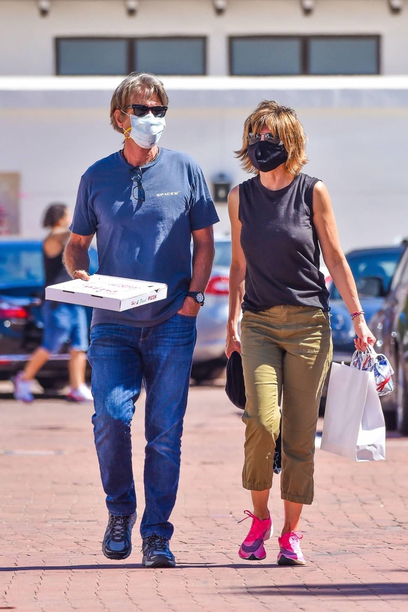 Lisa Rinna 2020 : Lisa Rinna – Grabs some pizza in Malibu-15