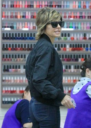 Lisa Rinna in Jeans at a Nail Salon in Los Angeles