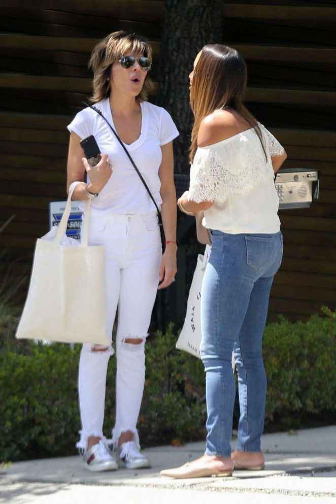 Lisa Rinna in Ripped Jeans – Out in Beverly Hills