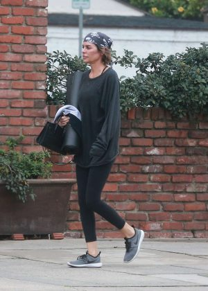 Lisa Rinna - Leaves yoga class in Studio City