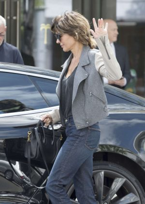 Lisa Rinna - Leaving The Palm Restaurant in Beverly Hills