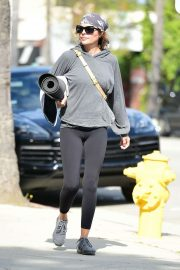 Lisa Rinna - Leaving Yoga Class in Studio City