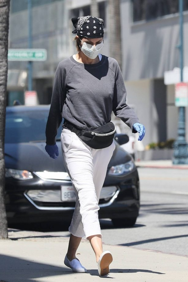 Lisa Rinna - Out in Beverly Hills
