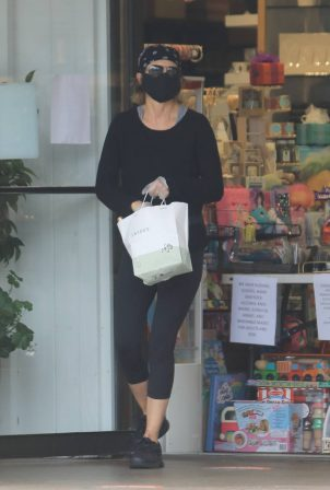 Lisa Rinna - Shopping in Studio City