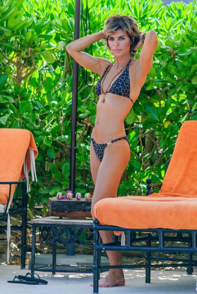 Lisa Rinna in Bikini in Mexico