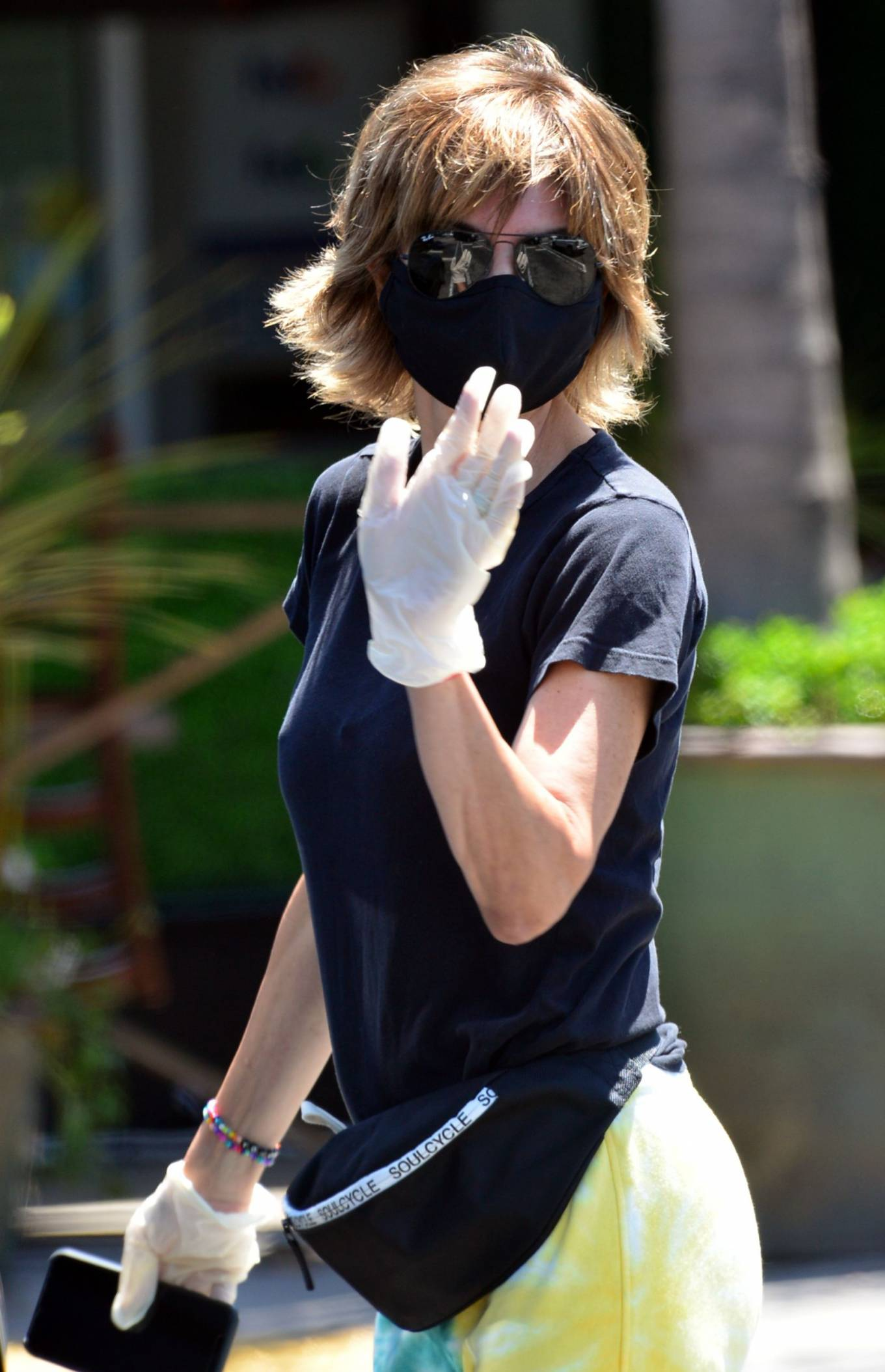 Lisa Rinna 2020 : Lisa Rinna – Wears a mask while running errands in Beverly Hills-02