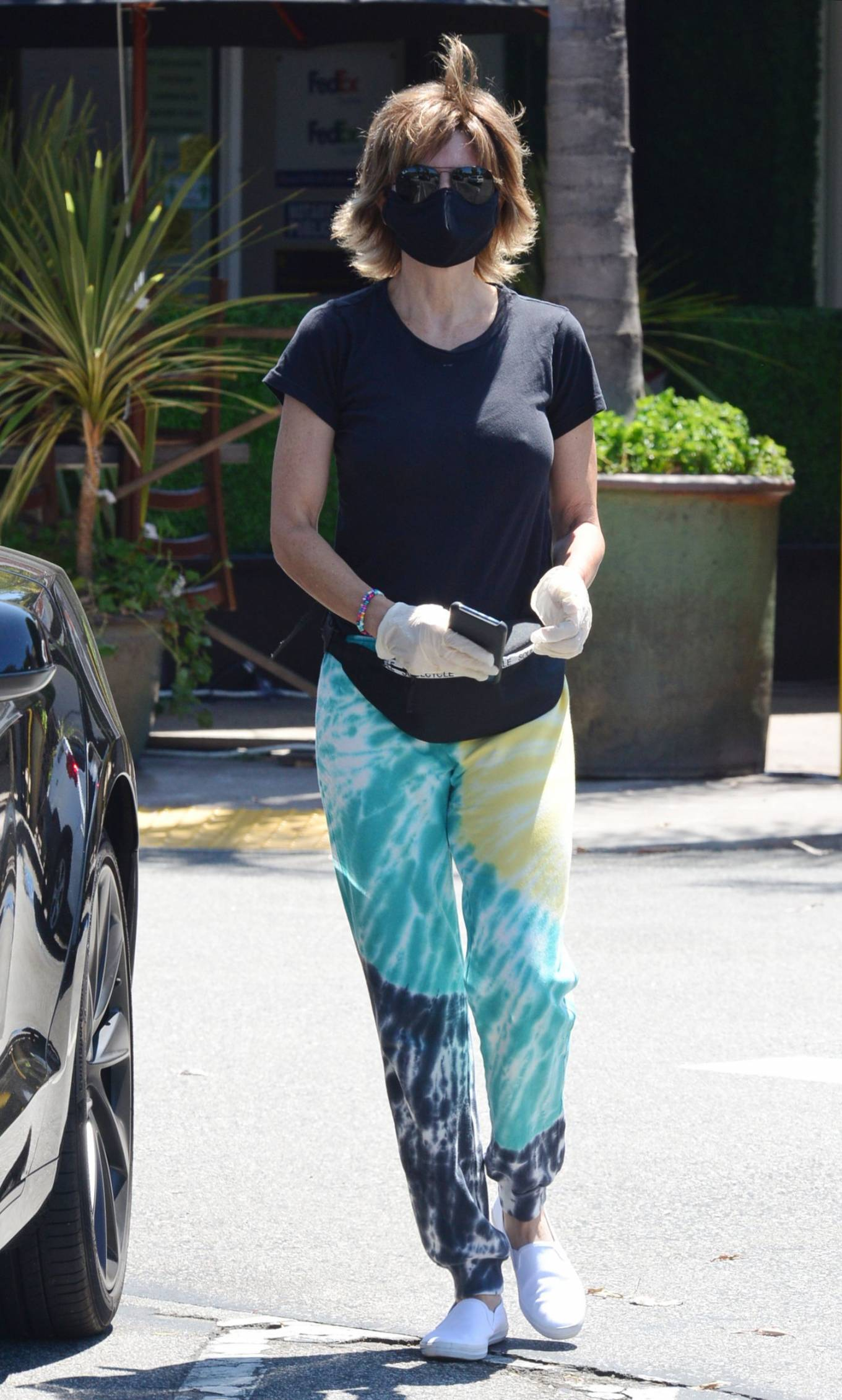 Lisa Rinna 2020 : Lisa Rinna – Wears a mask while running errands in Beverly Hills-08