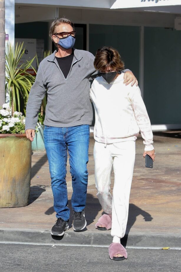 Lisa Rinna - With her husband Harry Hamlin lunch together in Los Angeles