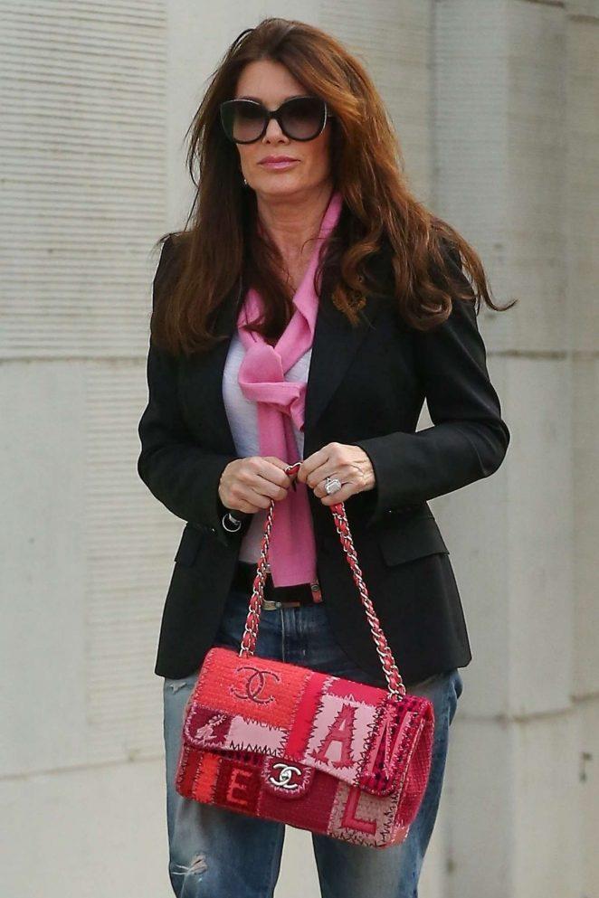 Lisa Vanderpump S For A New Rug In Beverly Hills