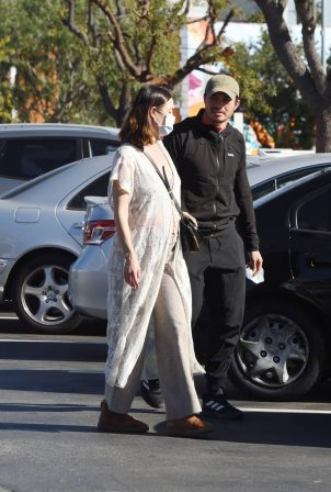 Liv Lo - Shopping candids in Los Angeles