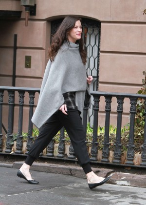Liv Tyler - Leaving her home in NYC