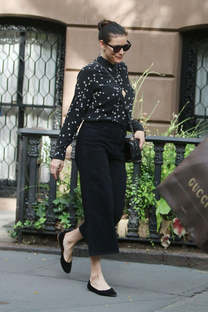 Liv Tyler - Leaving her West Village home in New York