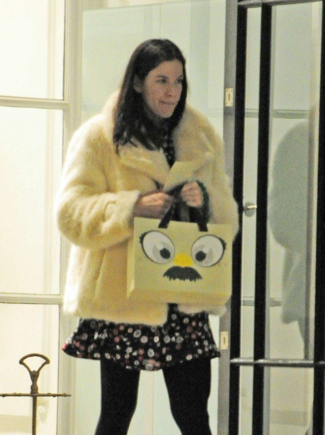 Liv Tyler - Shopping in London