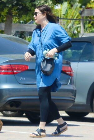 Liv Tyler - Steps out for lunch in Malibu