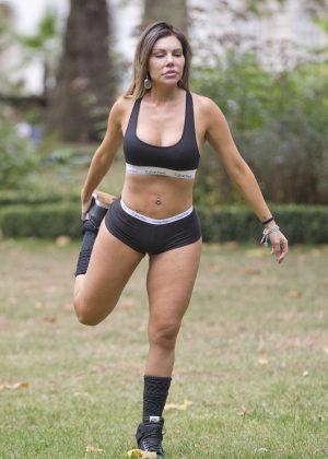 Liziane Gutierrez workout at a park in London