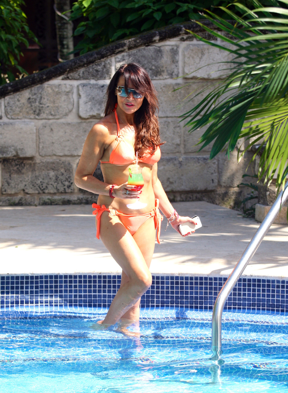 Lizzie Cundy in Orange Bikini at a Pool in Barbados