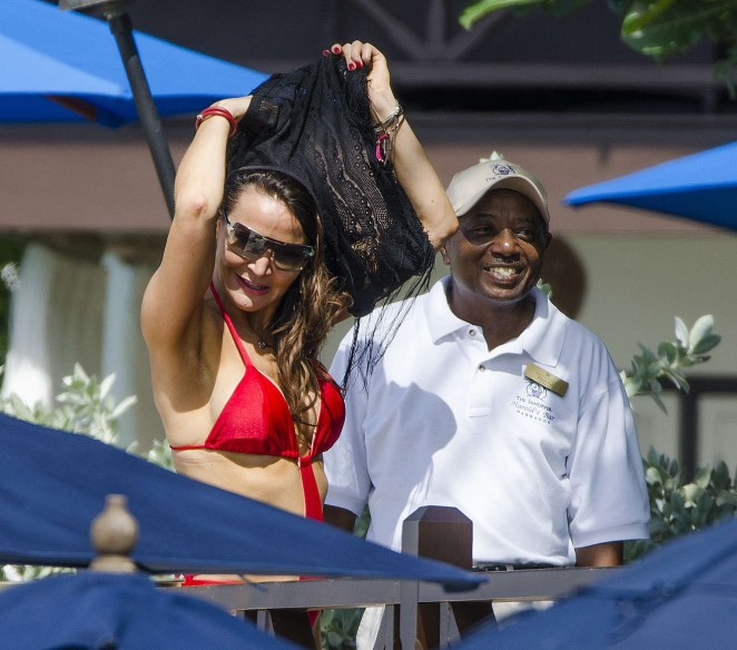 Lizzie Cundy: Seen at a beach in Barbados-04