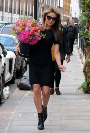 Lizzie Cundy - Seen with new hair extensions at the R.H.Salon in Knightsbridge