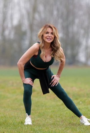 Lizzie Cundy - Work out candids in London