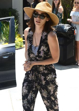 Lizzy Caplan - Attends InStyle's 'Day of Indulgence' Party in Brentwood
