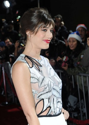 Lizzy Caplan - 'The Night Before' Premiere in LA