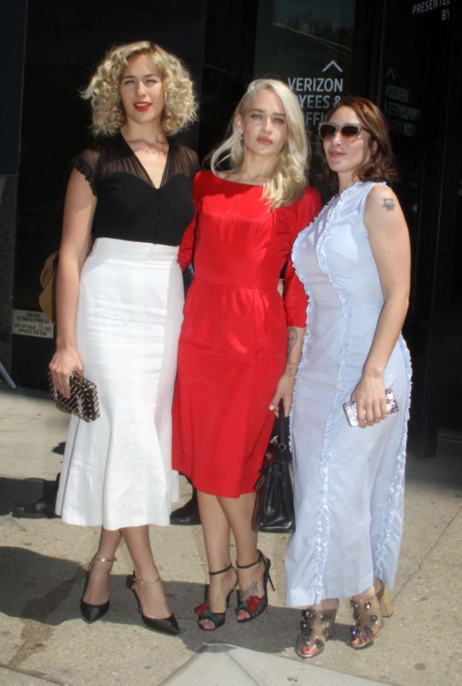 Lola Kirke, Jemima Kirke and Emma Forrest - Arriving at Spring Studios in NY