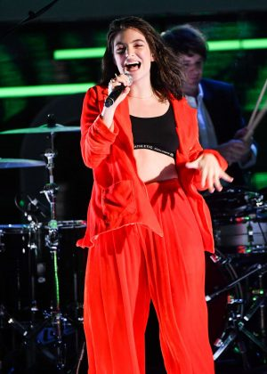 Lorde - 2017 iHeartRadio MuchMusic Video Awards in Toronto