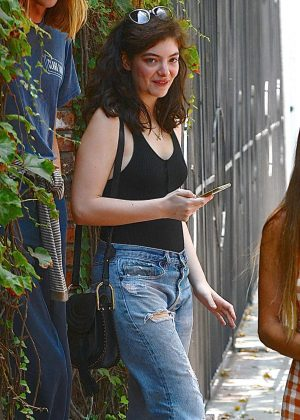 Lorde in Jeans Shopping at Melrose Place