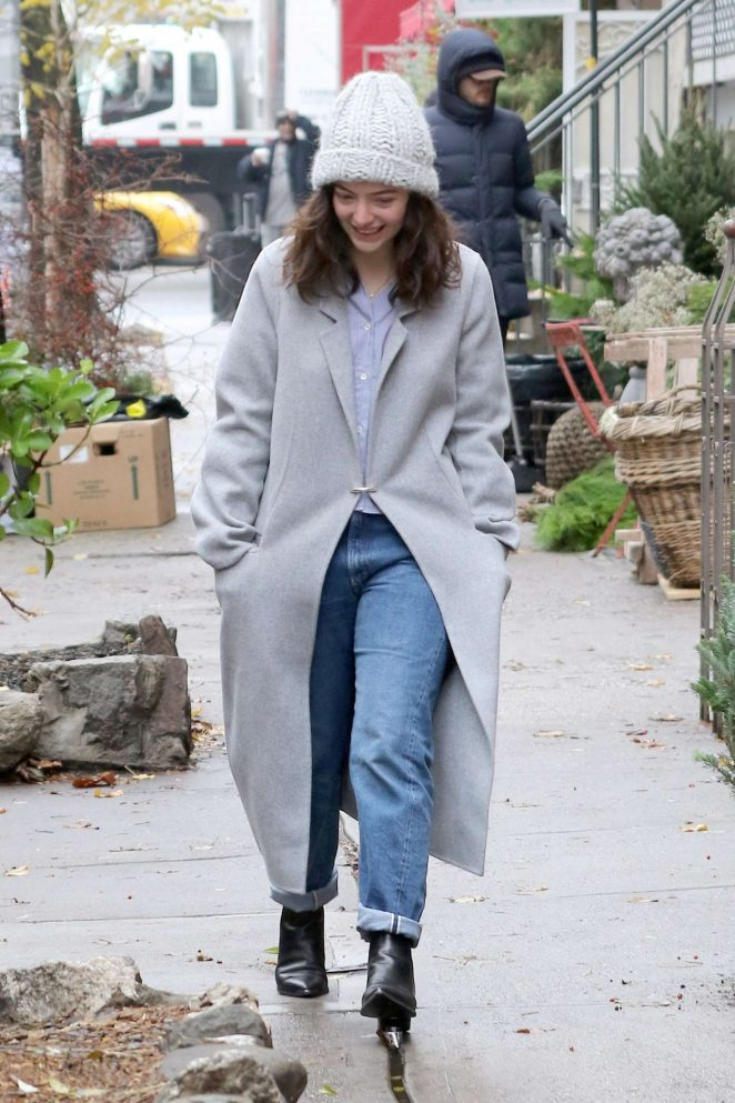 Lorde out and about in Los Angeles