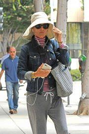 Lori Loughlin - Exits a nail salon in Beverly Hills