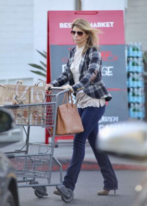 Lori Loughlin - Shopping at Bristol Farms in LA