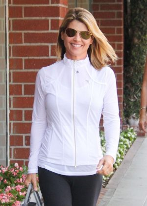 Lori Loughlin - Visit the nail salon in Los Angeles
