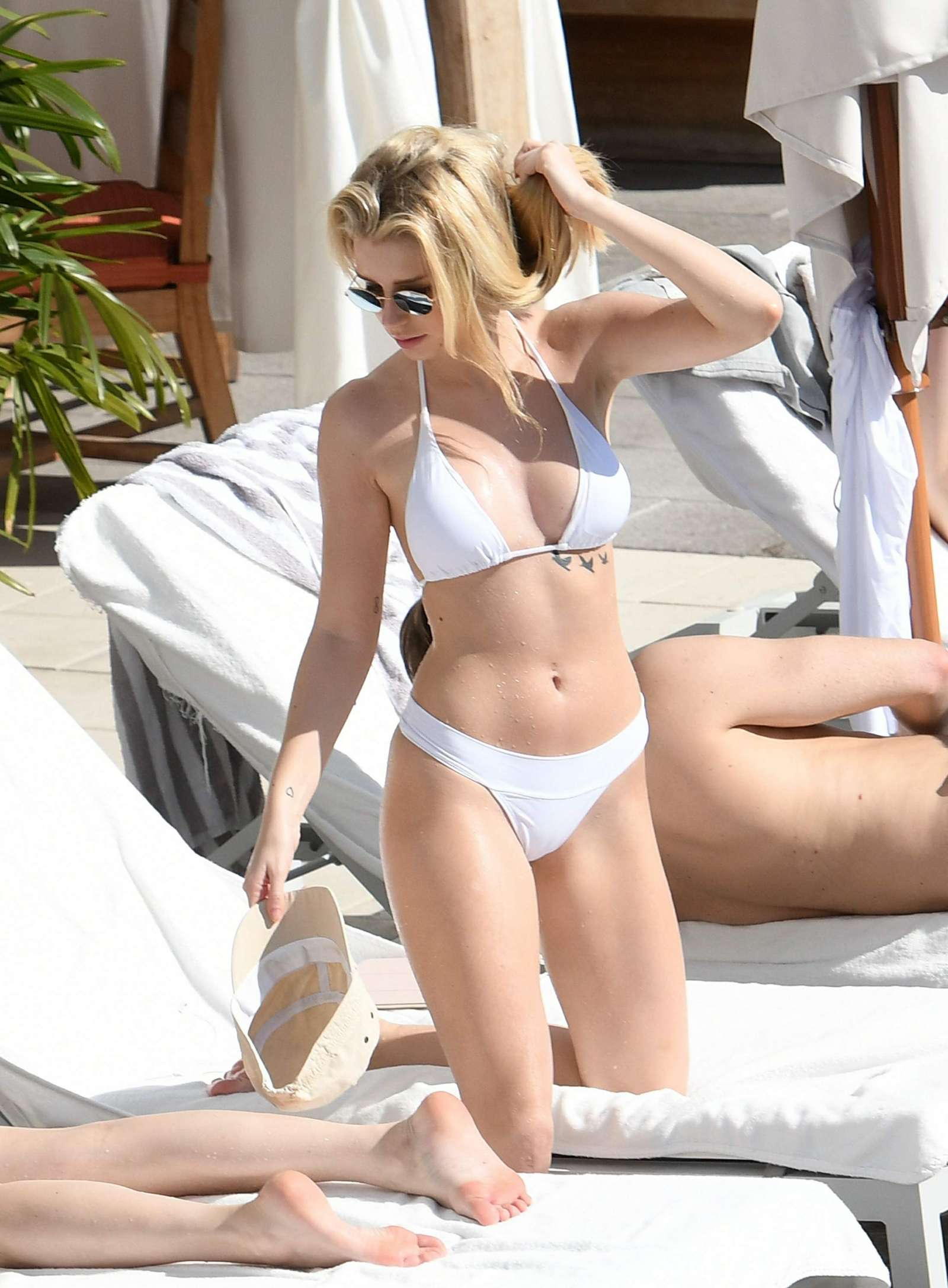 Lottie Moss in White Bikini on Holiday in Miami Pic 9 of 35