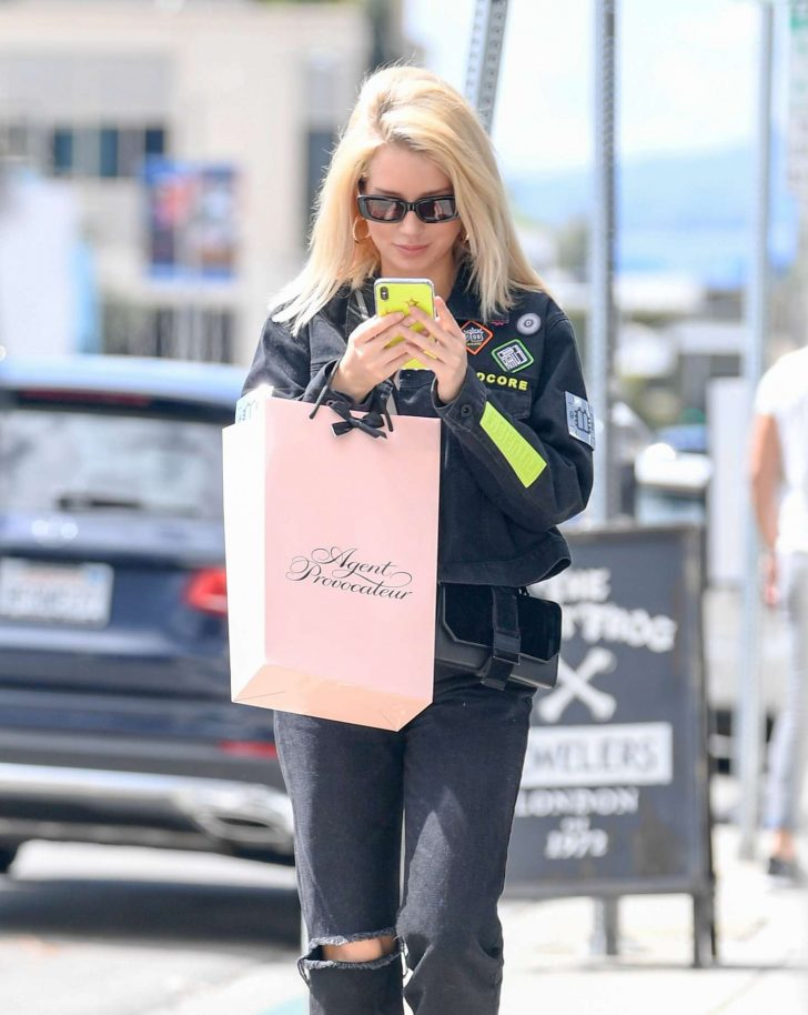 Lottie Moss - Shopping at Agent Provocateur in LA