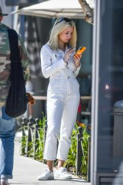 Lottie Moss - Waited for a cab in Los Angeles