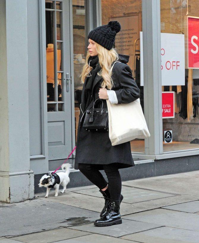 Lottie Moss: Walking her dog in Chelsea -01