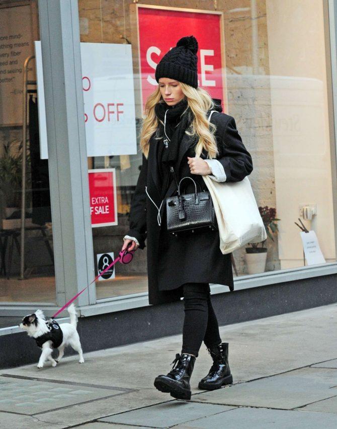 Lottie Moss: Walking her dog in Chelsea -02