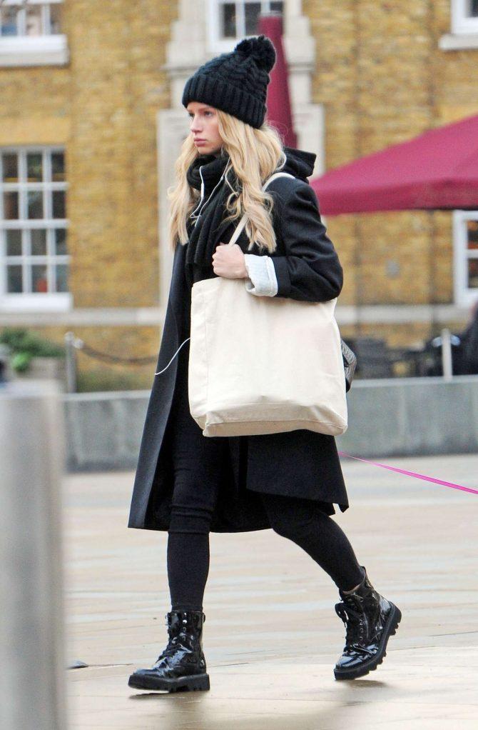 Lottie Moss: Walking her dog in Chelsea -04