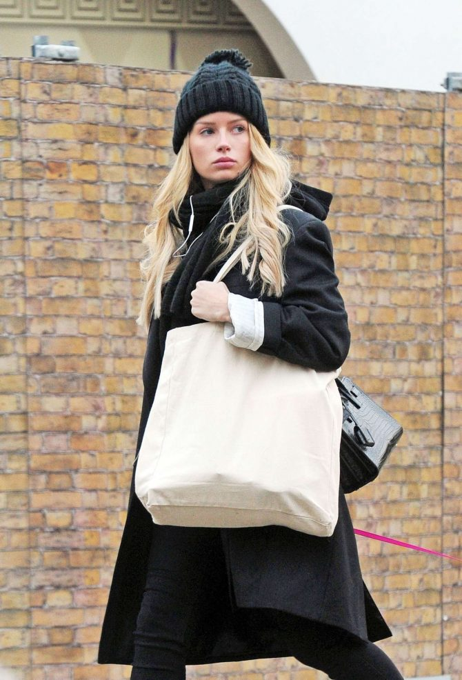 Lottie Moss – Walking her dog in Chelsea