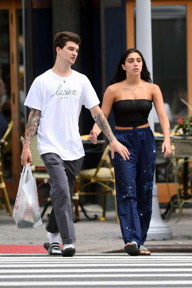 Lourdes Leon Shopping at a supermarket in NYC -21
