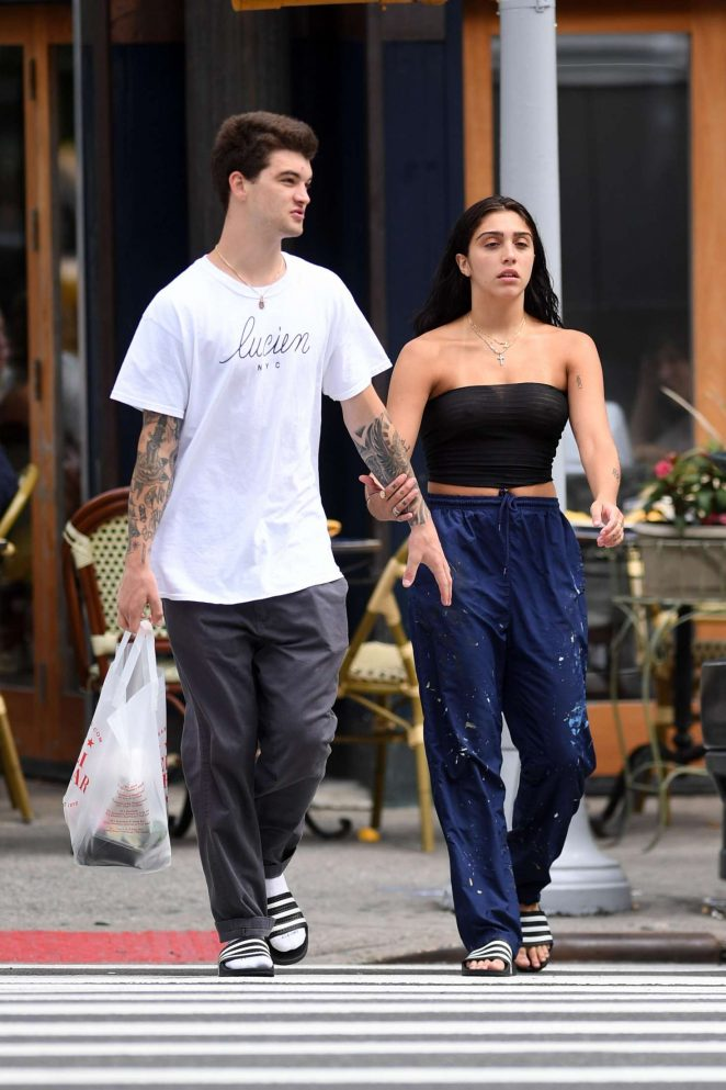 Lourdes Leon Shopping at a supermarket in NYC -29