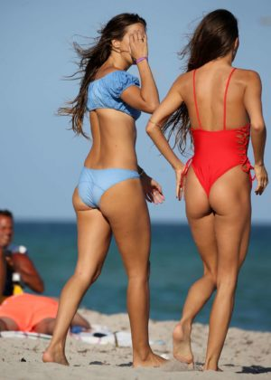 Lucy Aragon in Bikini does yoga on the beach in Miami Pic 2 of 35